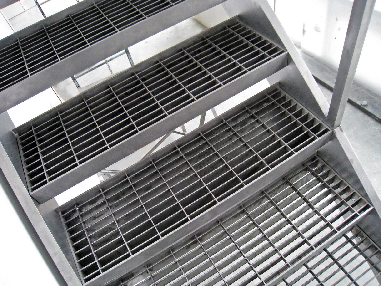 steel-grate-stair